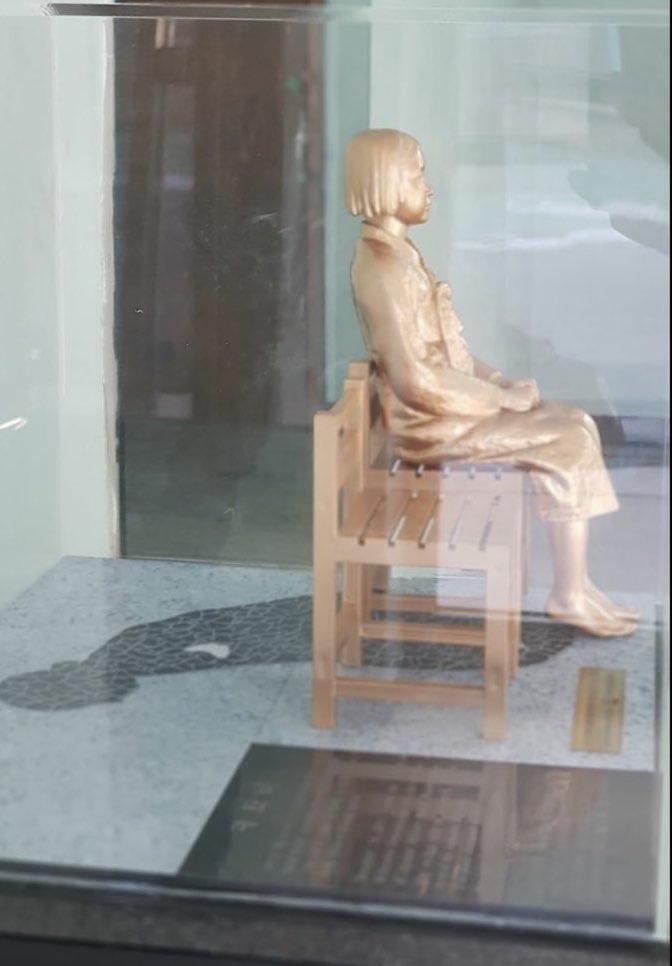 김포제일공업고등학교 본관에 설치된 '작은 평화의 소녀상' (사진 제공: 문순창)