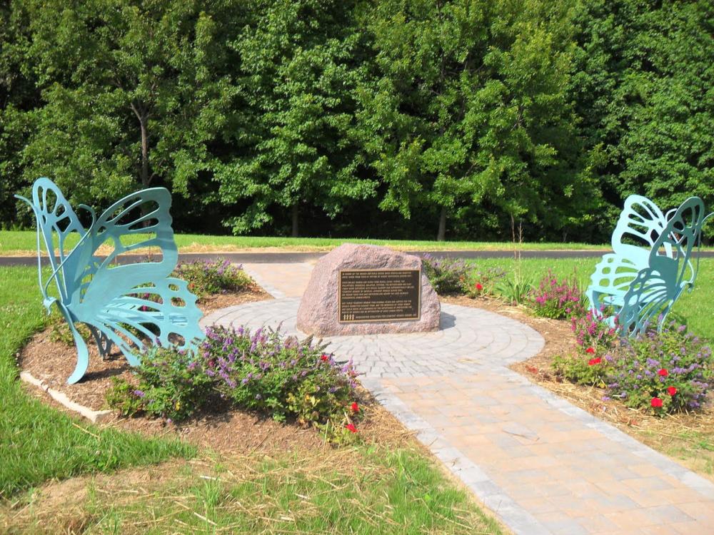 미국 버지니아주 the Fairfax 카운티에 있는 위안부 평화공원에 설치된 기림비 (출처: Mary McCarthy 제공)