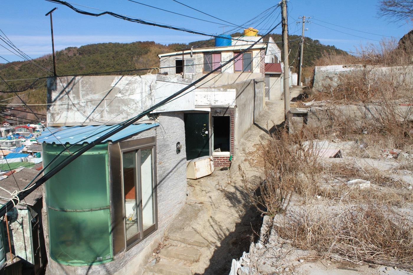 서피랑 정비 전에 남아 있던 야마호텔의 일부 건물들 ©김상현 제공