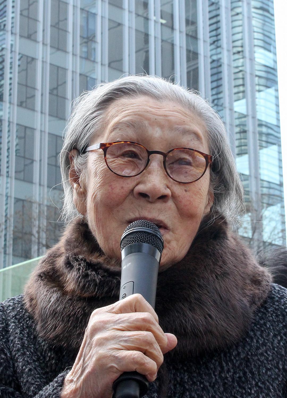 2016년 3월 23일 서울 종로구 일본대사관 앞에서 열린 수요시위에서 발언하고 있는 김복동 ⓒ일본군'위안부'문제연구소