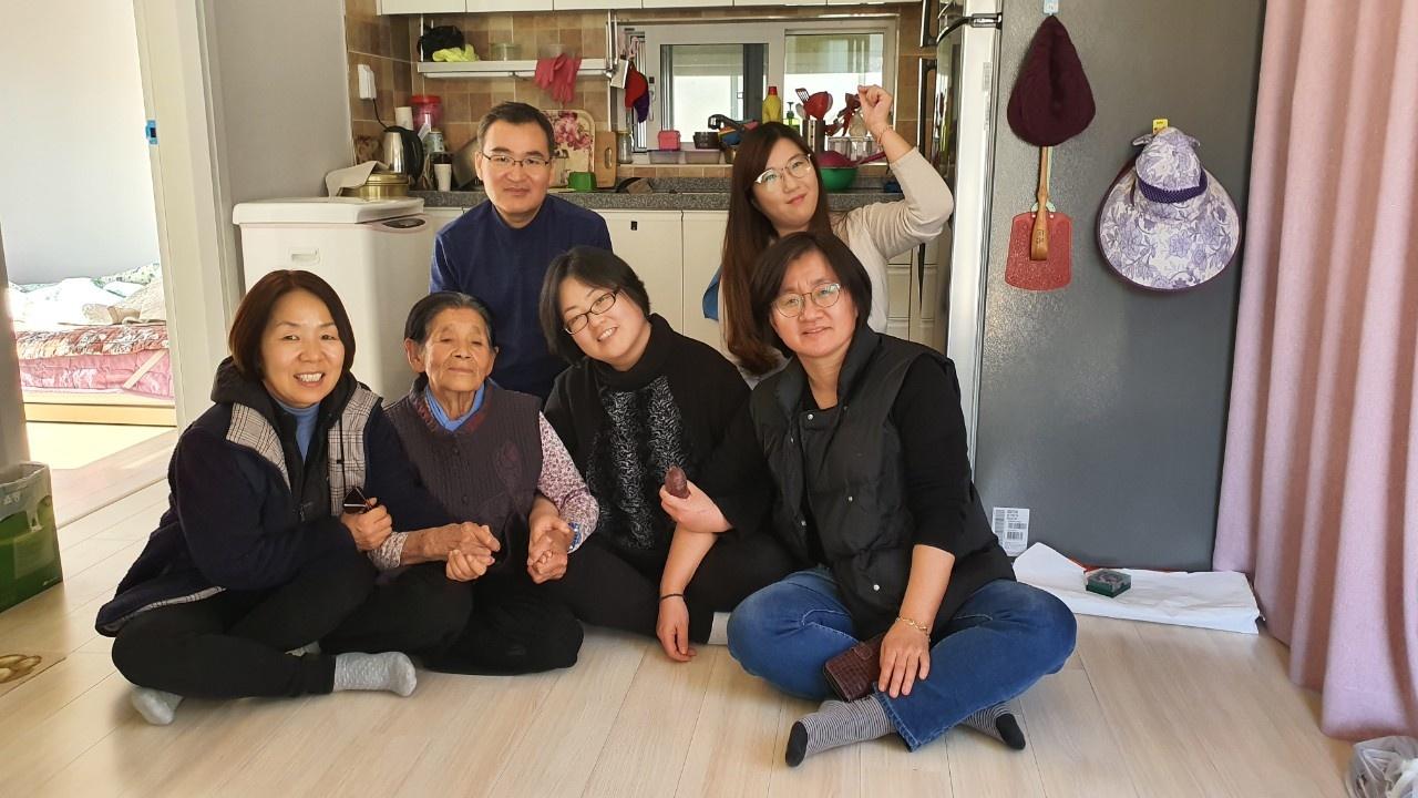 2020년 2월, 박필근 할머니 댁을 방문한 포항여성회 회원과 활동가들 ⓒ포항여성회