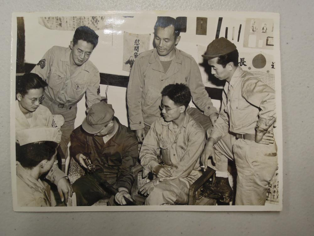알렉스 요리치 (앞줄 왼쪽에서 세 번째 인물)